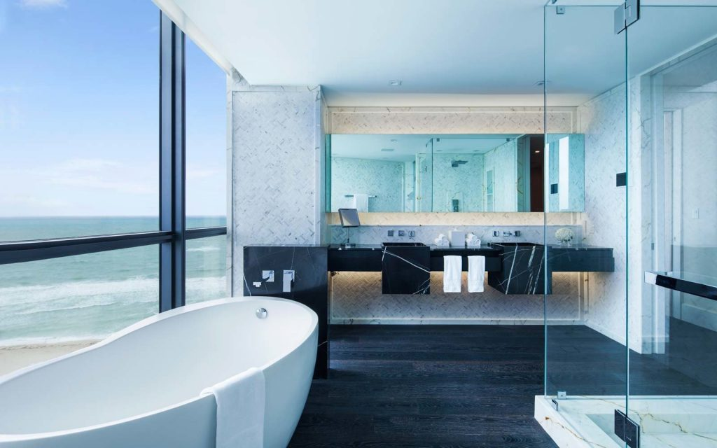 hotel towels bathroom